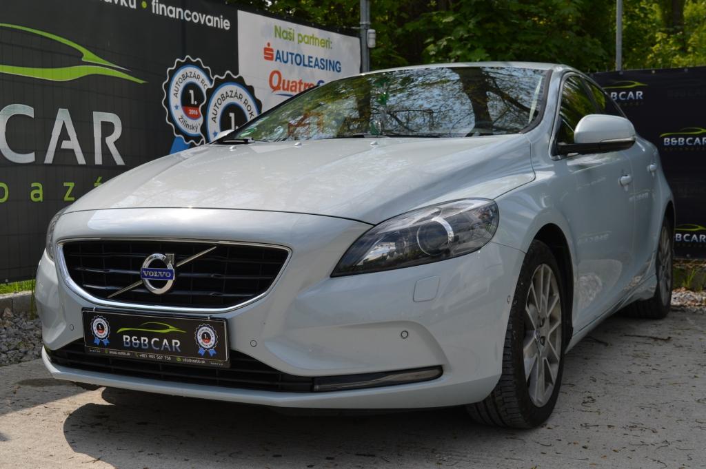 Volvo V40 MOMENTUM 140 kW