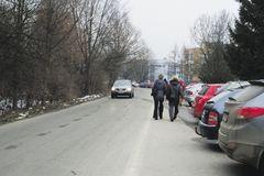 Na študentov sa vyrútilo auto, išlo prirýchlo