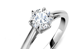 Je výhodné kupovať zásnubný prsteň online?