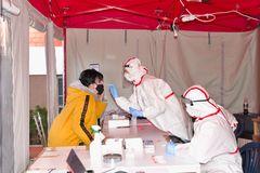 Prvý týždeň dobrovoľného testovania v Žiline: Červený kríž i nemocnica hlásia spokojnosť