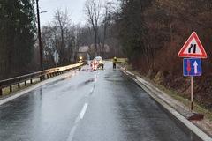 V Turzovke uzavreli cestu. Podmyla ju voda. Problémy kvôli počasiu hlásia aj z horských priechodov