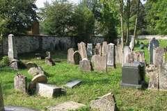 Náhrobné kamene na židovskom cintoríne v Rajci poškodili neznámi vandali