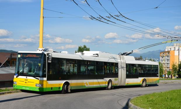 Žilina spustila unikátny projekt: autobusy MHD majú na križovatkách zelenú