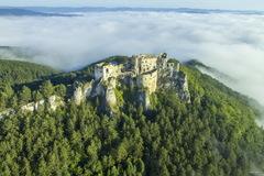 V rámci mimoriadnych opatrení uzavreli hrad Lietava, obce žiadajú turistov o obmedzenie návštev