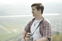 Peter Kulich združil jódlovanie  s akustickou gitarou