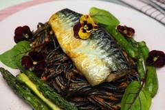 Maslová makrela so sépiovými špagetami