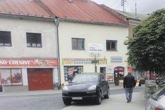 Môžu v Bytči parkovať vyvolení vodiči, ako sa im zachce?