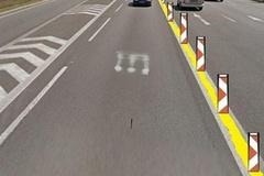 Pozor na ceste pod Strečnom! Cestári tam opravujú stredový pás