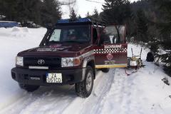 Horskí záchranári ratovali muža na kysuckých kopaniciach. Po príchode mu podali infúznu liečbu