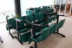 Postupný koniec starým lavičkám v čakárňach pre pacientov v žilinskej nemocnici