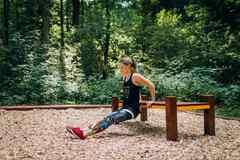 Vlesoparku sú nové pomôcky na cvičenie, lavičky pribudnú čoskoro