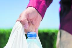Za ľahké plastové tašky od nového roka povinne platíme