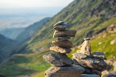 Staviate počas túry kamenných mužíkov? Pozor, ohrozujete nielen seba