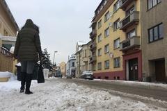 Žilina uväznená v snehu: v plnom nasadení sú všetky stroje na zimnú údržbu
