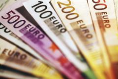Podnikatelia zoŽilinského kraja odviedli za minulý rok do štátneho rozpočtu pol miliardy eur