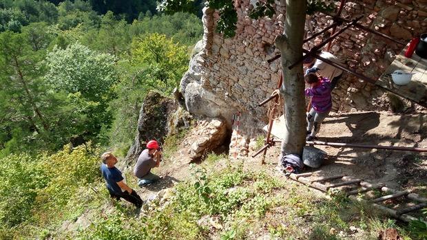 Na hrade objavili stenu s neznámym stavebným pôvodom. Je možné, že jej nález pozmení doteraz známy pôdorys hradu.