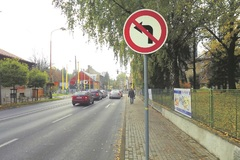 Zákaz odbočenia vodiči aj po dvoch rokoch stále prehliadajú