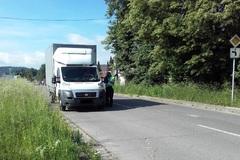 Parkovanie vozidiel nad 3,5 tony na mestských sídliskách budú pokutovať hliadky mestskej polície