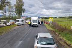 Pri Varíne sa zrazili štyri autá, zasahujú hasiči