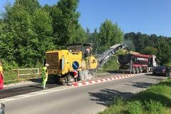 Na Rosinskej ceste začali s opravami výtlkov