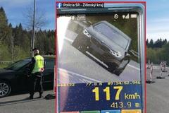 Cestný hazardér: policajti z Čadce zastavili vodiča, ktorý prekročil rýchlosť dvojnásobne
