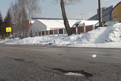 Mesto pokračuje v oprave výtlkov