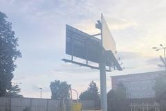 Vizuálny smog v meste Žilina: patrí bilbord na detské ihrisko?