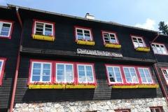 Horskí záchranári ratovali pod Suchým českú turistku