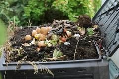 Radnica pokračuje v distribúcii kompostérov