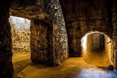 Prehliadka podzemných priestorov - katakomb