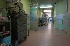 Počet pacientov stúpa, žilinská nemocnica rozširuje COVID zónu