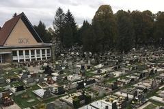 Žilinské cintoríny praskajú vo švíkoch