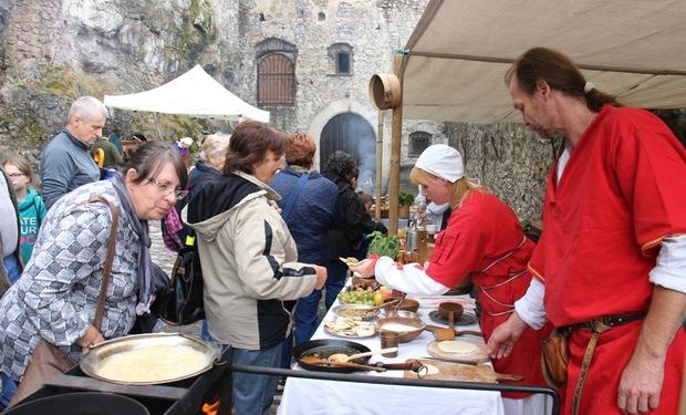 Chceli by ste ochutnať, ako sa stravovali v stredoveku? Príďte na hrad Strečno