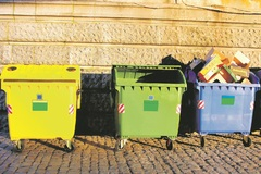 Invalidi musia platiť za odpad, mesto rešpektuje zákon