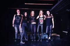 Každý je zvedavý na jedinečnosť ženskej rockovej kapely