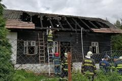 V Bitarovej zachraňujú zhorenú drevenicu, obyvatelia prispeli na opravu