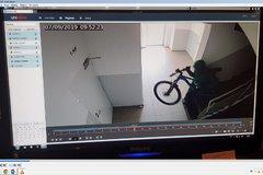 Ďalšia krádež bicykla v Žiline: Nepoznáte túto osobu?