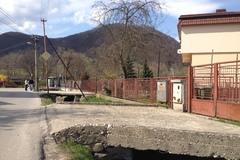 Pre úpravu potoka zbúrajú v Brodne dvadsaťjeden mostíkov