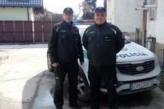 Policajti zachránili ľudský život