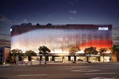 Najmodernejší automobilový showroom Kia: Pri kúpe auta sa zákazníci môžu zabaviť