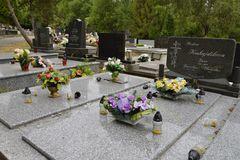 Za katastrofálny stav cintorínov môže nedostatok financií aj neschopnosť správcu