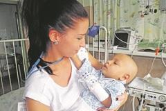 Malému Samkovi zachránila život unikátna operácia