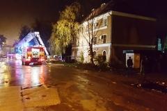 Krízový štáb rieši nočný požiar bytovky na Bratislavskej ulici