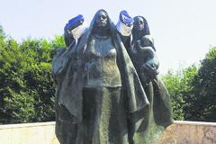 Vandalmi zničenú sochu na Polome opravia a možno aj presťahujú