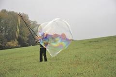 Dokáže vyfúknuť až desaťmetrové bubliny
