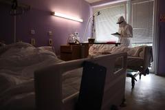 Situácia v žilinskej nemocnici je naďalej vážna, pacientov posielajú aj do iných nemocníc