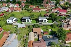 VILADOMY Rosina: Začali sa  prípravné práce pre výstavbu troch nízkoenergetických domov