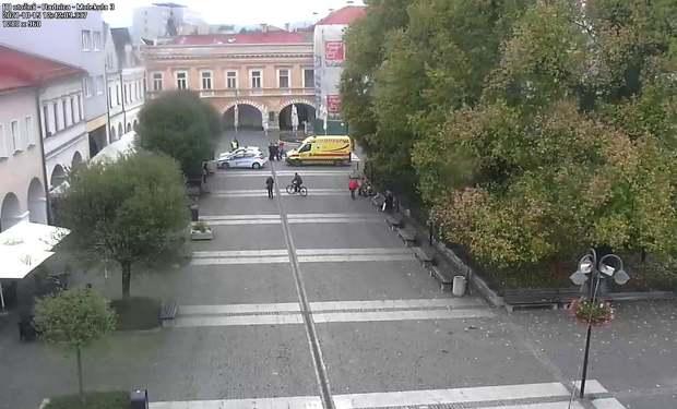 Incident v centre Žiliny. Muž žiadal mestských policajtov, aby ho zastrelili