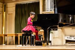 Žilinskí hudobní pedagógovia vychovávajú nadané klaviristky: Anička a Katka vo svojom veku excelujú