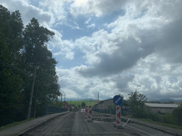 Oprava mosta v Zbyňove.